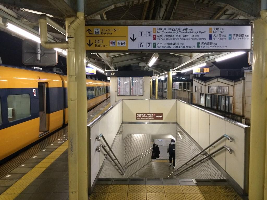 橿原神宮前駅のホーム