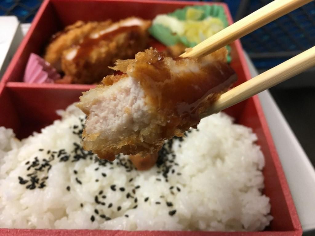 厚切りロースとんかつ弁当 (11)