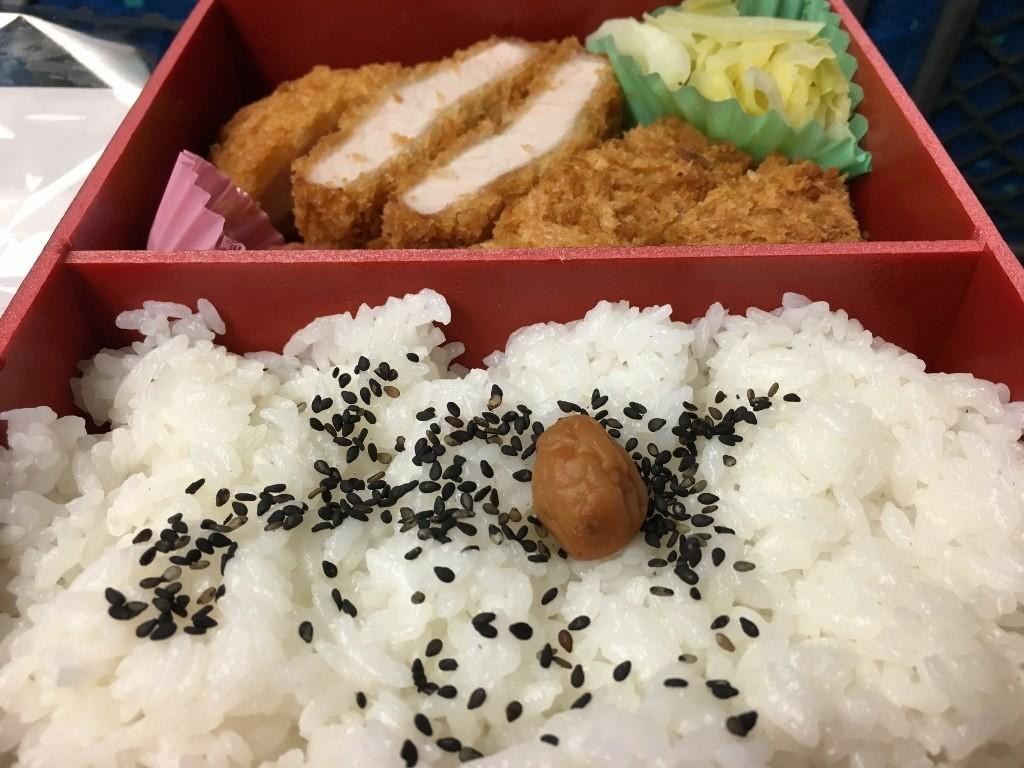 厚切りロースとんかつ弁当 (6)