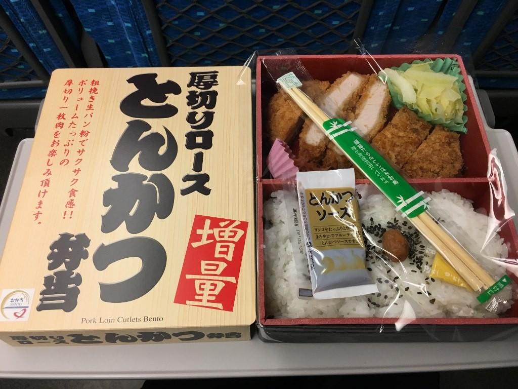 厚切りロースとんかつ弁当 (3)