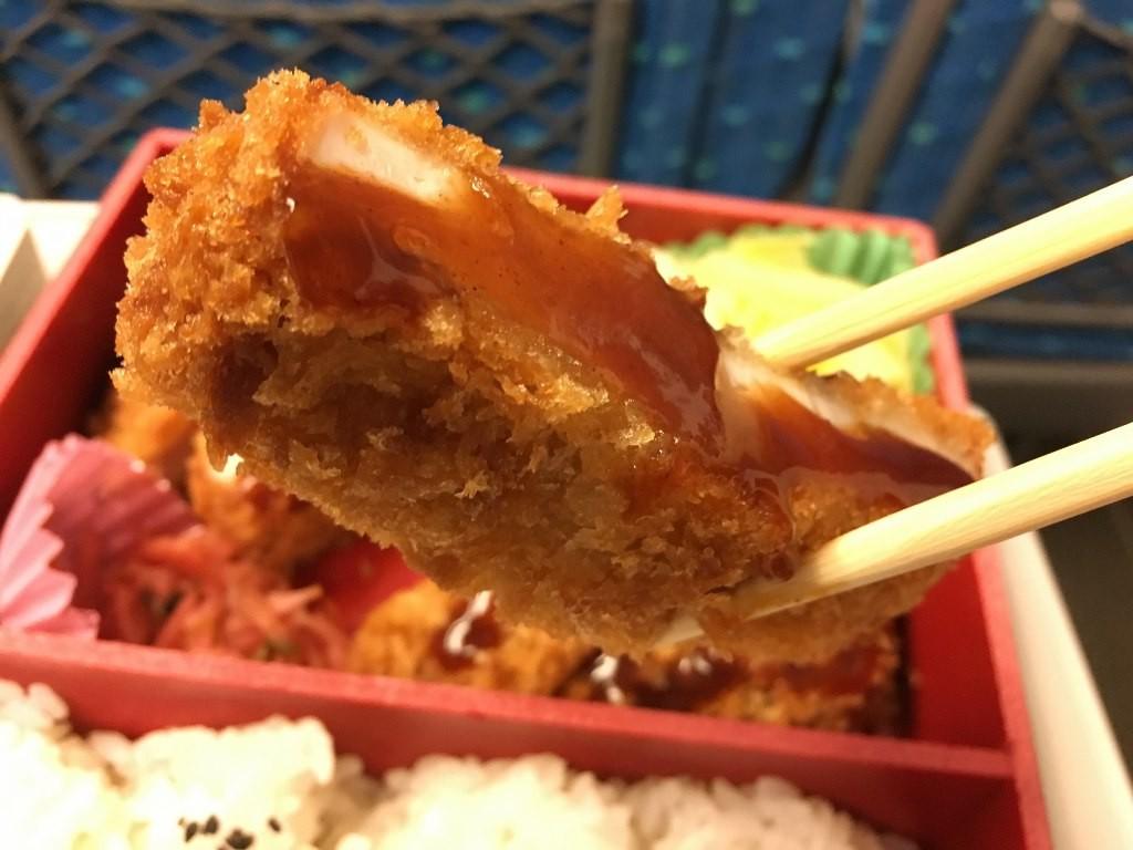 厚切りロースとんかつ弁当 (9)