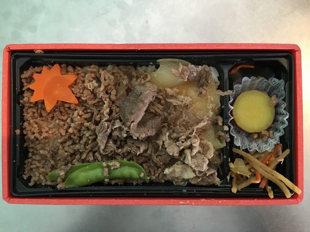 鳥取牛弁当(そぼろいろ) 羽田空港お弁当 (7)