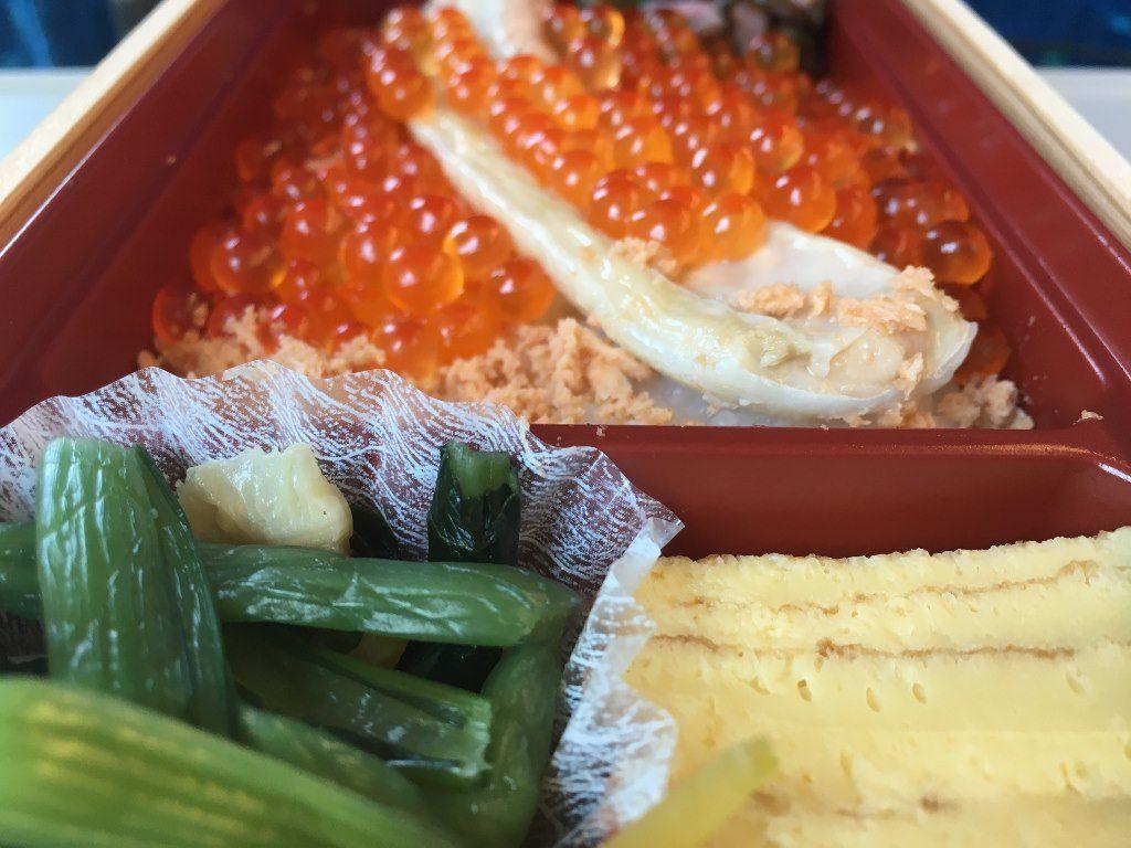 こぼれイクラととろサーモンハラス焼き弁当 (10)