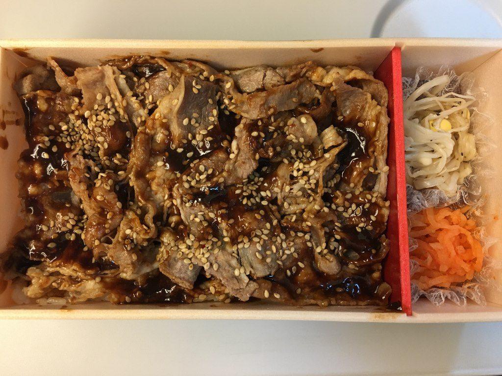 牛カルビ焼肉弁当 (3)